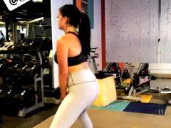 Ariel Winter Workout – 1 MIC