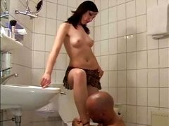 Bathroom time with muy Mistress