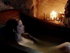 "Charlotte Hope In ""The Spanish Princess"" S01E01"