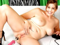 Gorgeous Mature Jade Blissette Gets Drilled by a Machine