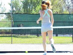 Preciosa anglosajona tennis racket insertion peeing pissing