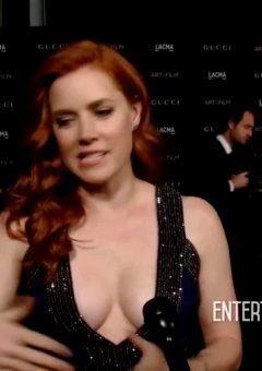 Amy Adams – Sexy Cleavage