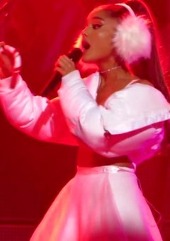 Ariana Grande – Jingle Ball Boston