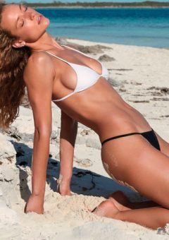 Gorgeous Girls In Bikinis Selection (23 Images)