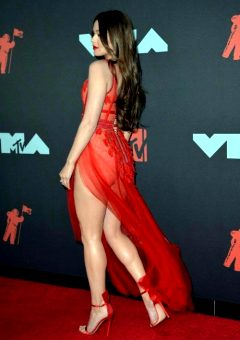 Hailee Steinfeld Is A Sex Goddess