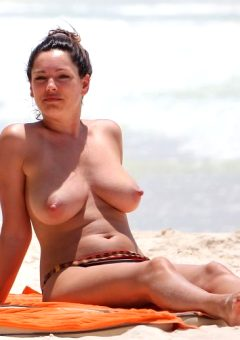 Kelly Brook Is A Voluptuous Goddess.