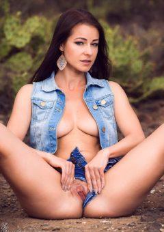 Melisa Mendini – Hotpants (part 4)