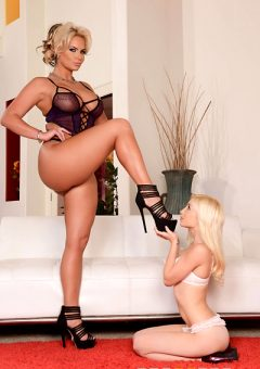 Mrpinksreviews Phoenix Marie Vs Piper Perri At