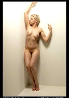 Nude Muse Meluxine Corner