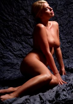 Purebeautymag Kelly Taking Curves 0