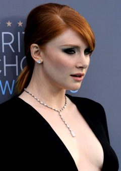 Redhead Celebs W/ Plunging Necklines: Bryce Dallas Howard, Amy Adams, Jessica Chastain & Julianne Moore.