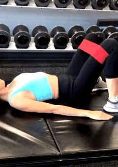 Sarah Hyland Working Out