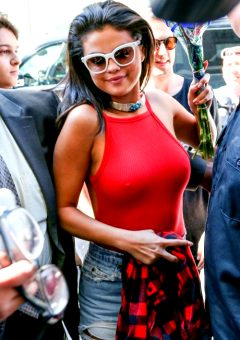 Selena Gomez – She Just Dont Like Wearing Bras