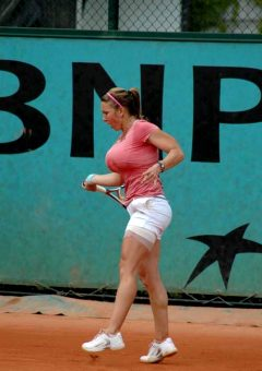 Simona Halep's RIDICULOUS Boobs