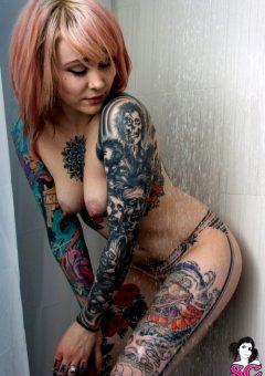 Tattooed Chick Casper Under The Shower