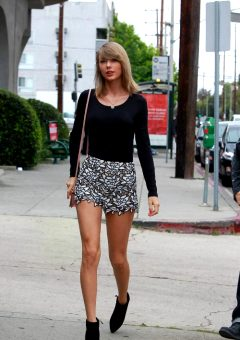Taylor Swift – Legs To Die For