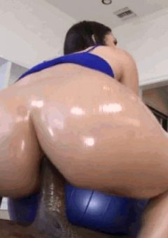 Valentina Nappi Gets Anal And Leaves