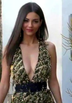 Victoria Justice Presents Her Sexy Cleavage And Legs