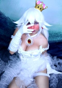 You Caught Boosette Getting Dressed! How Do You React? 😳